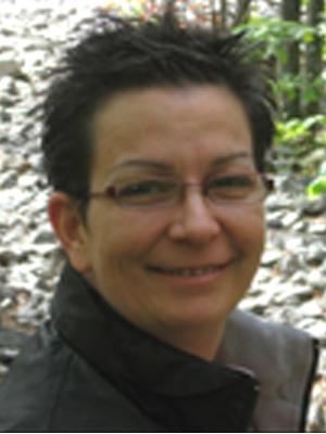 Mme Caroline Desroches